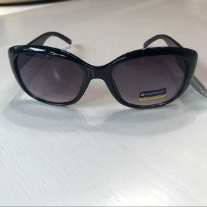 NWT Northcrest black with crystal sunglasses